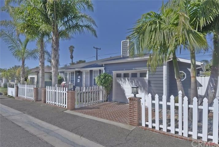 Charming Cottage by the Sea