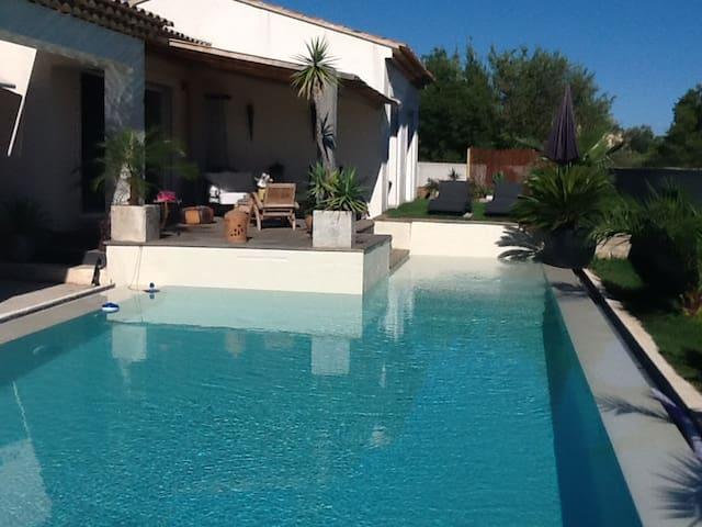 Villa provençal - La Crau - วิลล่า