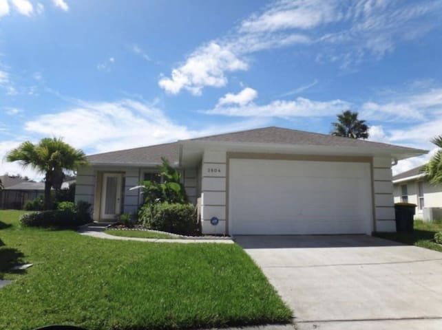 4 Bedroom/2 Bathrooms in Sunset Lakes