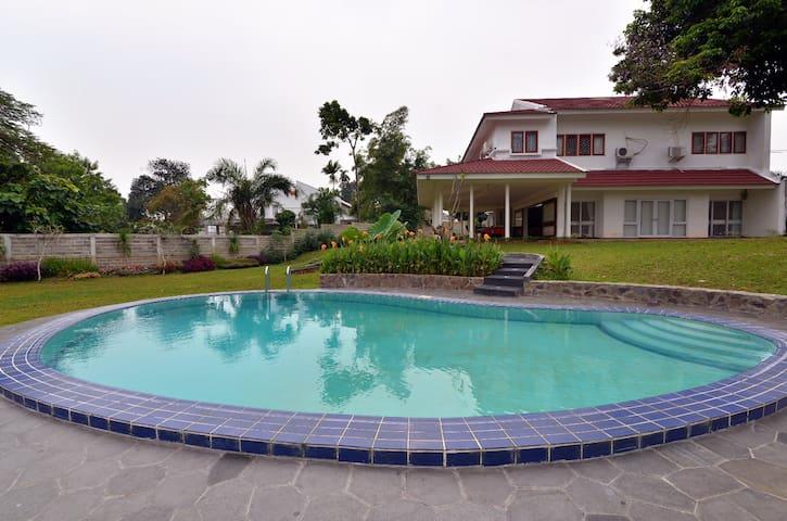 Villa Nuri (w/ WIFI & TV) - Pesanggrahan - Villa