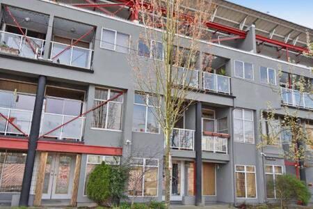 Modern Mt. Pleasant Loft - Vancouver - Loft