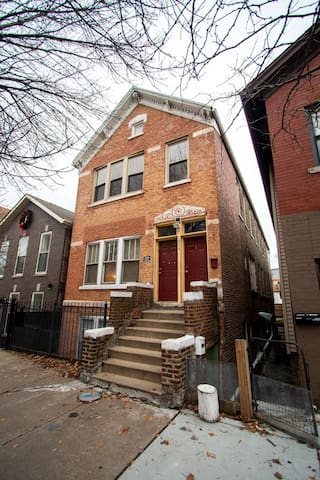 Authentic Chicago style house with backyard, just 15 min away from downtown.