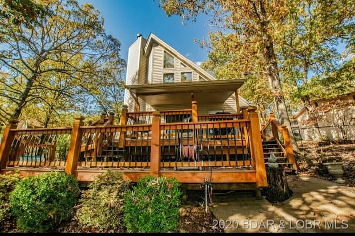 Beautiful Lakefront location with Amazing Dock!