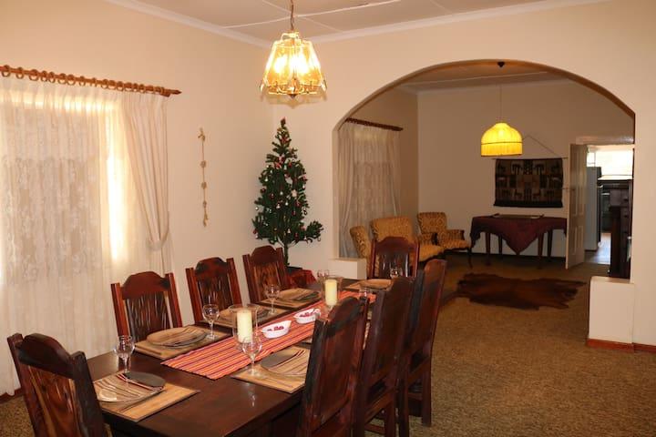 Grysbok Self Catering Country House - Oudtshoorn - Casa