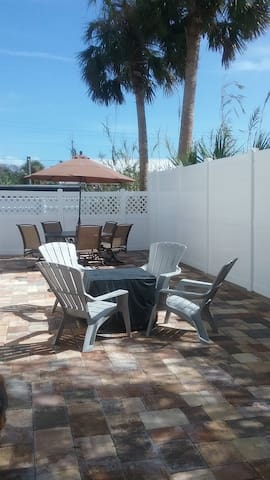 1ST STREET RETREAT, DOG FRIENDLY - St. Augustine - Apartament