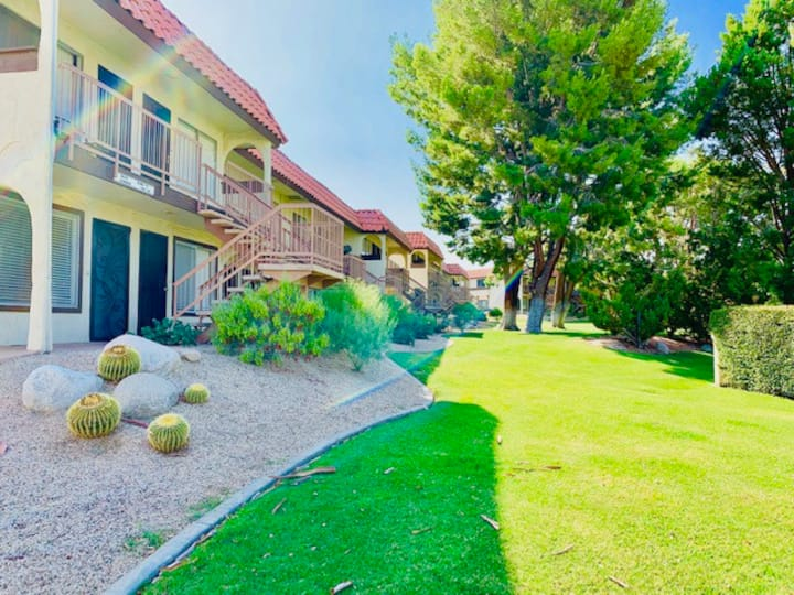 1 BR Condo w/ pool, 15 min drive from Palm Springs