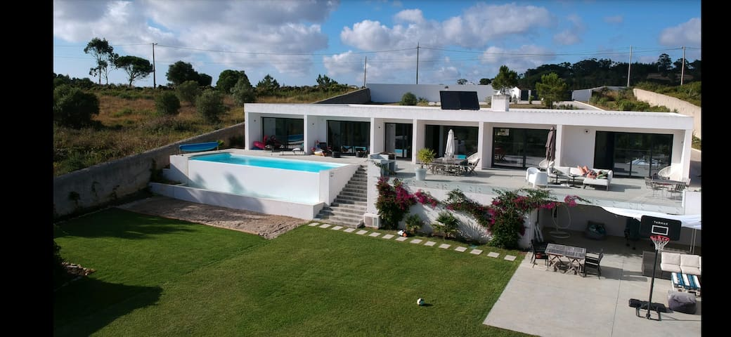 New design house 10 min from Beach, with pool