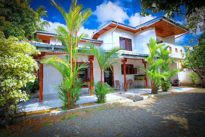 Sun View Holiday Home. Dangedera,Galle.