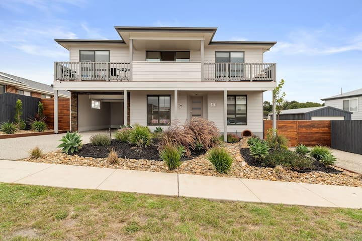 SamViews a brand new home with stunning waterviews