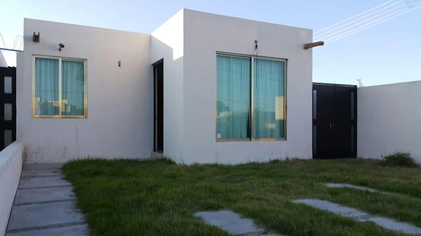 Casa muy agradable para descansar! ;) - San Juan del Rio - Huis