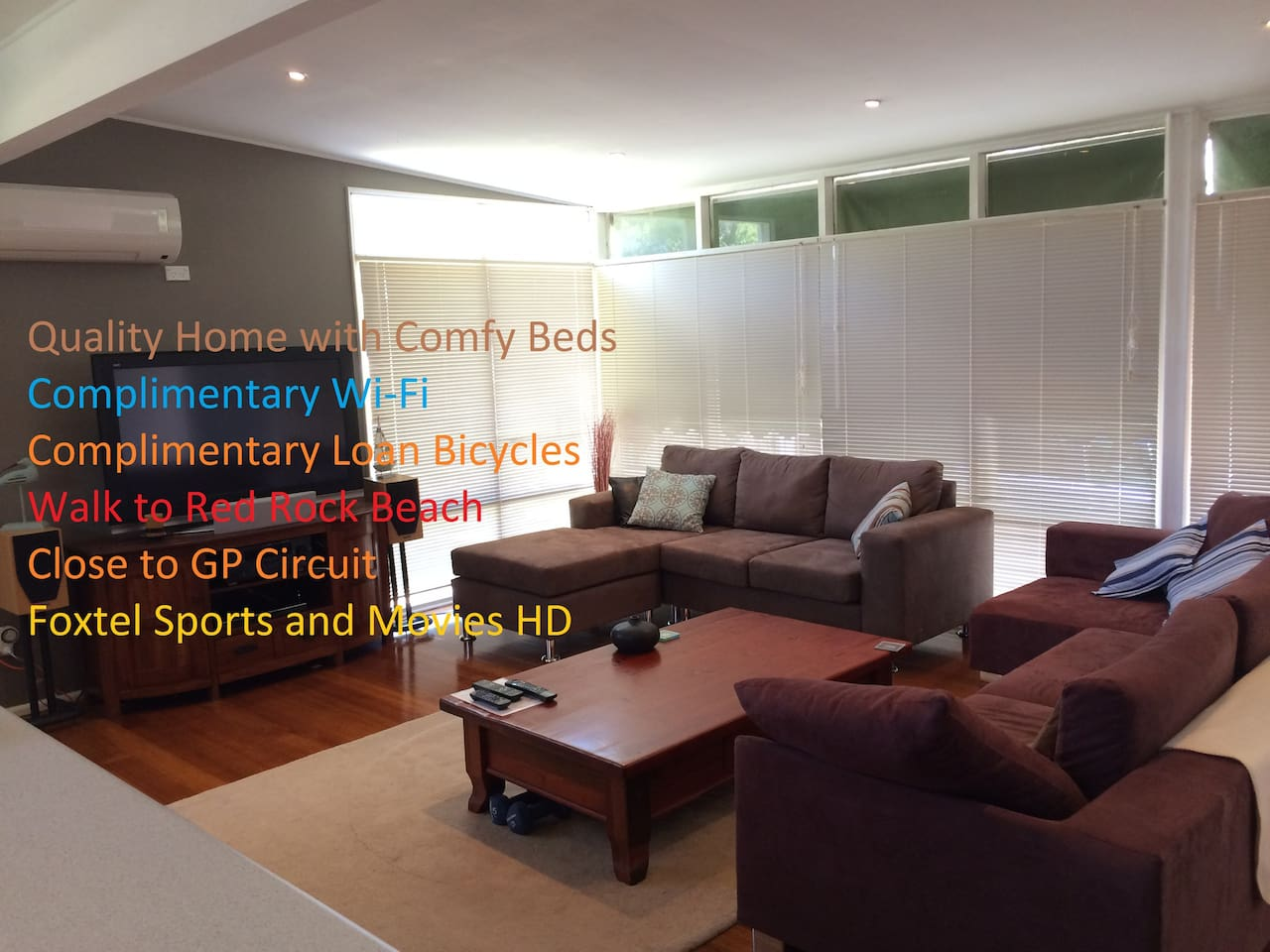 Spacious Lounge with Smart TV, good sound system and BD player