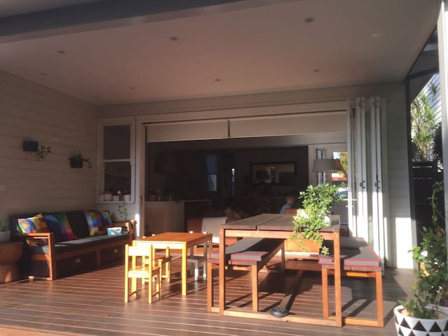 Gorgeous 3 BR modern family home in Lilyfield - Lilyfield - House