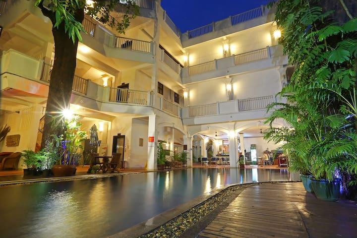 Heart of City - Twin Bed & Breakfast, Free Pick Up - Krong Siem Reap - Bed & Breakfast