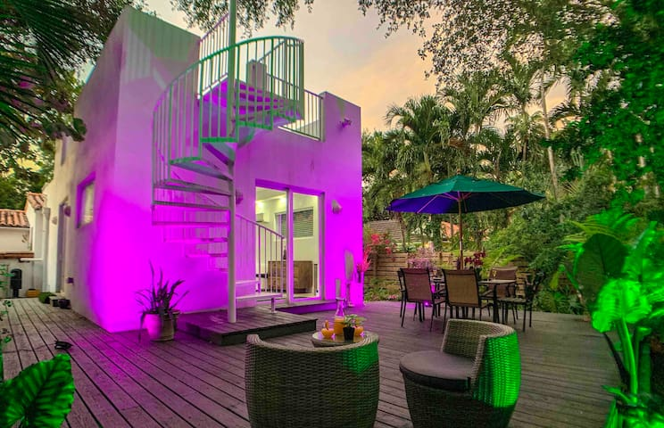 Private Vacation Gateway in Tropical Villa Miami