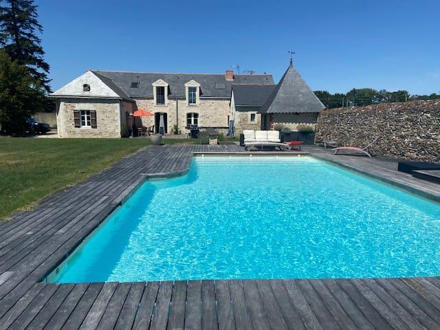 Jolie maison familiale avec piscine, 5 mn d'Angers