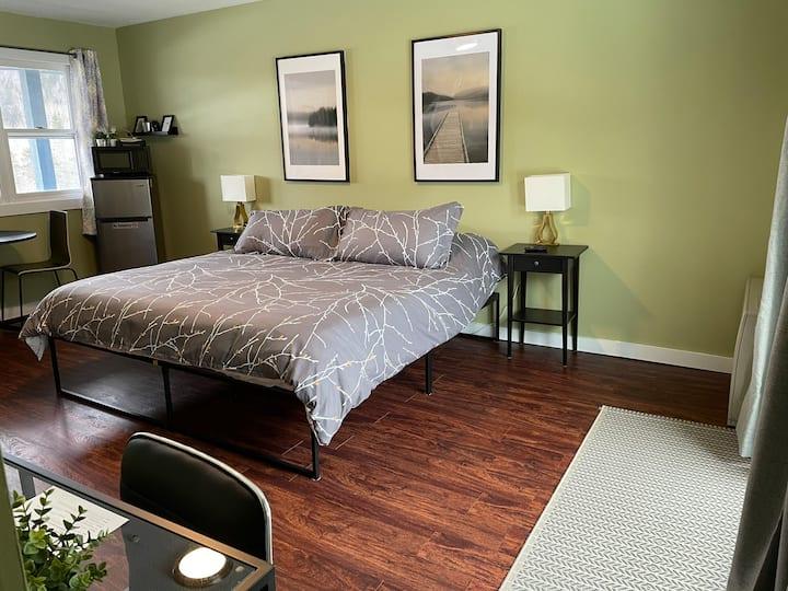 #29 Top Floor-Newly Renovated! Room 29-Horizon Inn