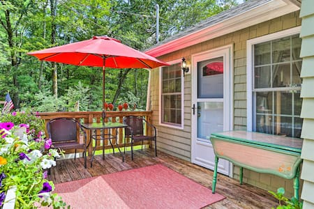 NEW! Cozy Lakeside Cottage w/Spacious Deck & Grill