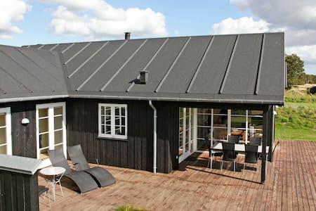 Modernes Ferienhaus in Nysted mit Sauna