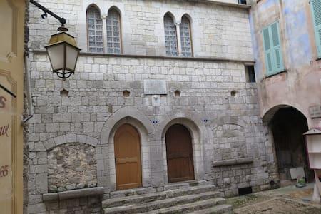 Consulat des comtes de Provence. Monaco 18 km - Peille - Appartement