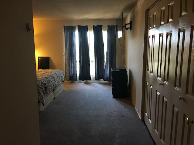 Clean Master Bedroom Near The Whole of Long Beach - Long Beach - Appartement en résidence
