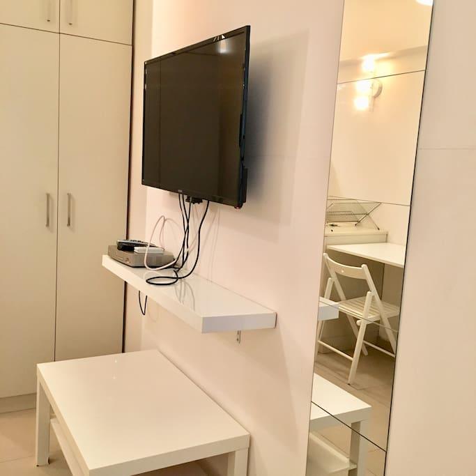 Flat screen cable TV,  full size closet