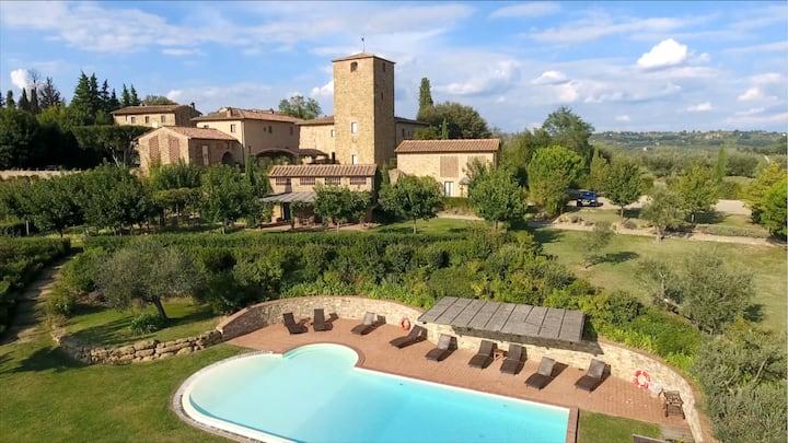 Sleeps 37 Gorgeous Villa, Pool. TheBest4weddings !
