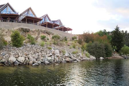 Lake Front Cottage with unobstructed lake views