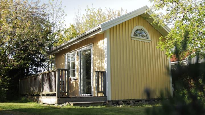 Gäststuga nära bad och vacker natur i Hästevik