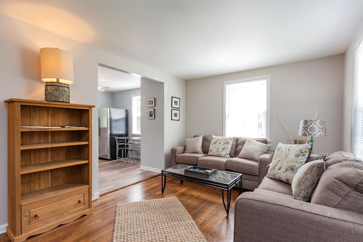 Cozy, clean, comfortable home in West Nashville