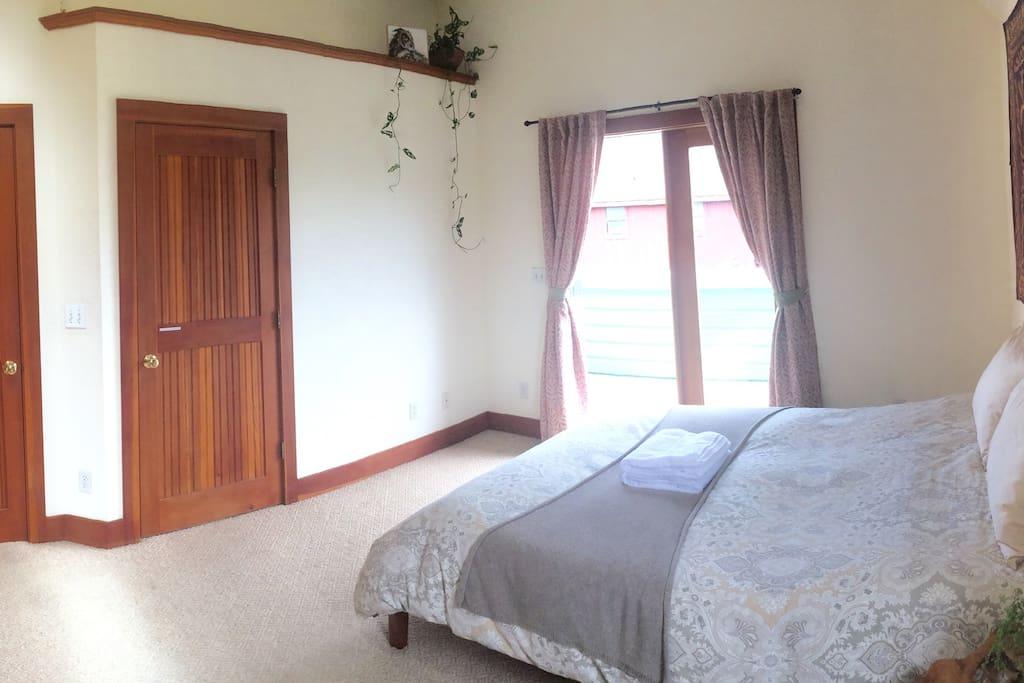 Master Bedroom (private.)