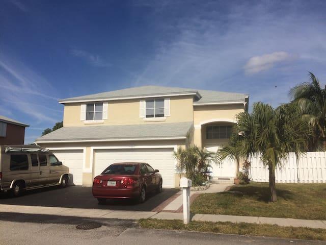 Davie - Fort Lauderdale beautiful home next to NSU