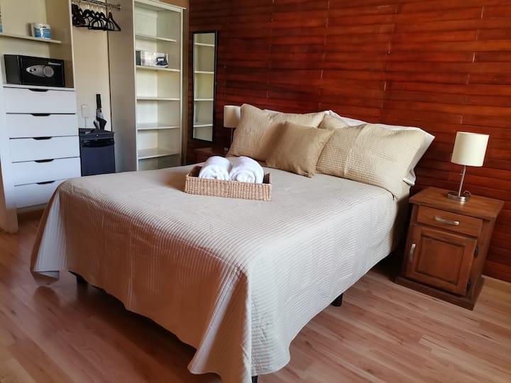 ☆Cómoda suite, ambientes separados, WI-FI, cochera
