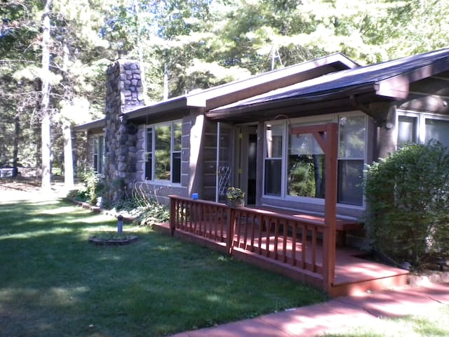 Quiet Lakefront Cottage- Wixom Lake - Hope  - House
