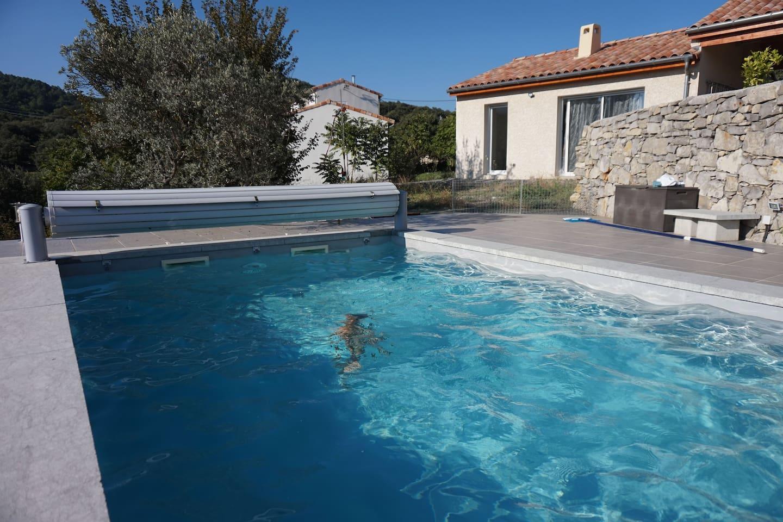 La piscine & le gîte