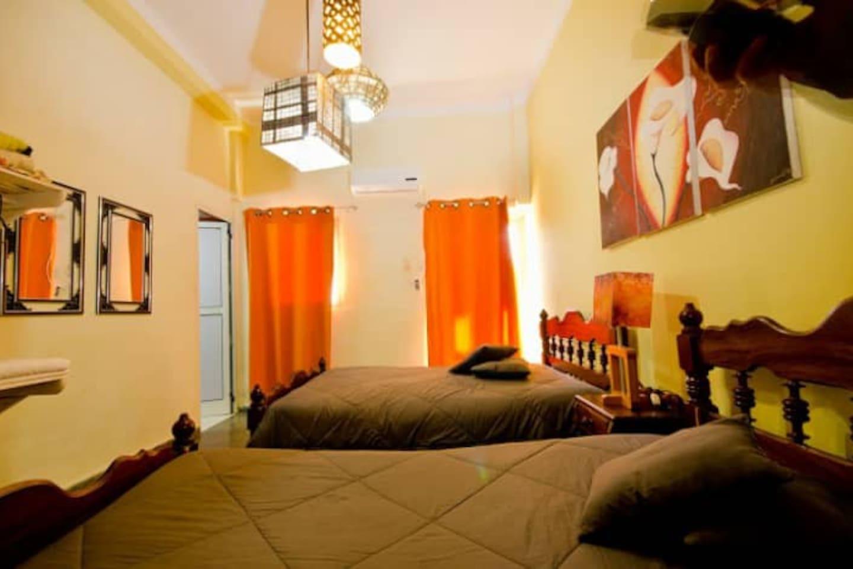 vista general de la habitación desde la puerta