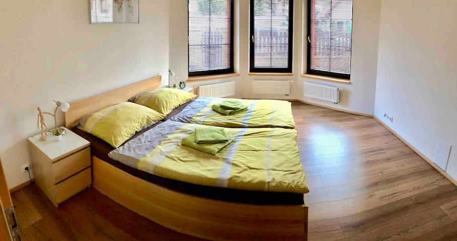 Bedroom 5, first floor. King size doublebed.