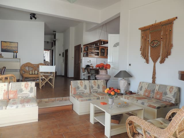 150m2 Lovely comfortable apartment 80m to beach