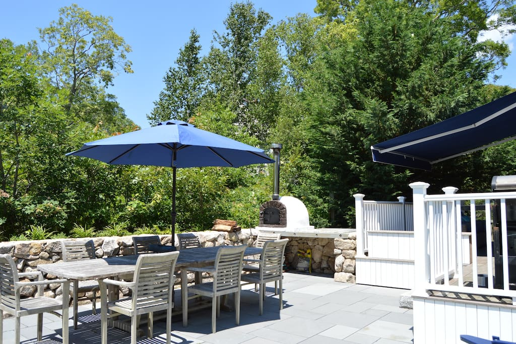 Gracious, private patio, large table for outdoor dining and a wood fired pizza oven!