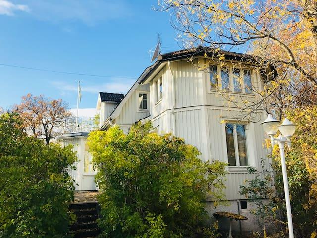 Beautiful city villa - it's all around the corner!