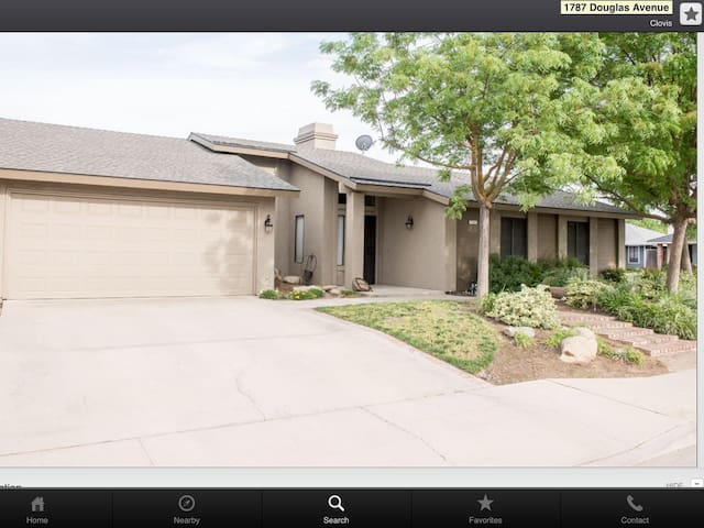 Cozy 4 bedroom Clovis home. - Clovis - Casa