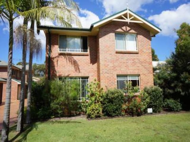 One Four Bowral Street - so close to Jimmies Beach - Hawks Nest - Casa a schiera