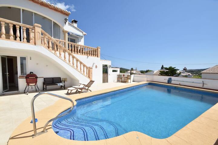Hermosa villa con piscina privada cerca del mar en Moraira