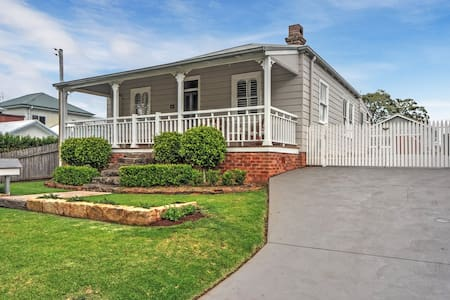 """Little Miss Sunshine"" Cottage - Gerringong"