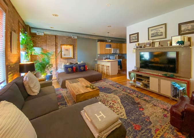 TOP RATED! 5 🌟 luxury in Lakeview,  LARGE bedroom👌🏻