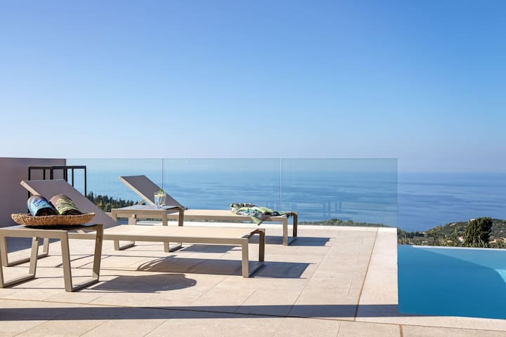 Magnificent Luxury Villa with Private Pool, Panoramic Sea View and Dreamy Sunset