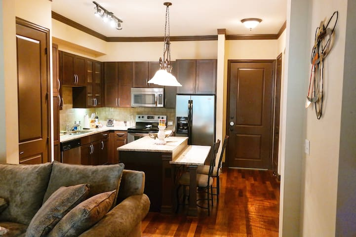 Comfortable Oasis in heart of Uptown - Dallas - Apartment