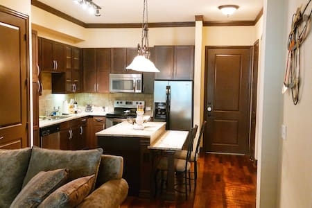 Comfortable Oasis in heart of Uptown - Wohnung