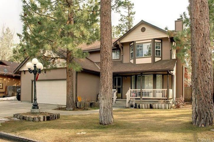 Beautiful & Spacious Big Bear City home!