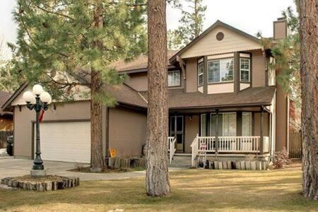 Beautiful & Spacious Big Bear City home!