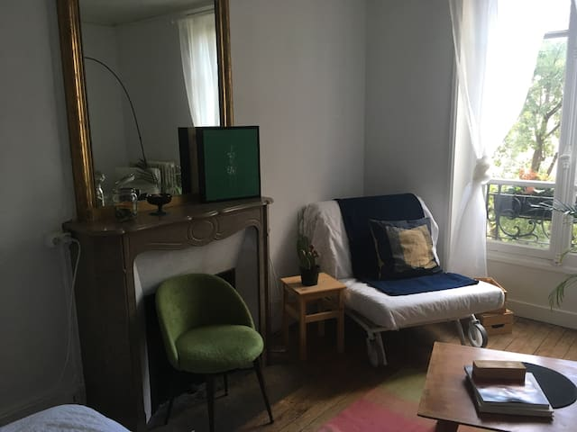 Paris 7 - Rue Sando (Private Rm)